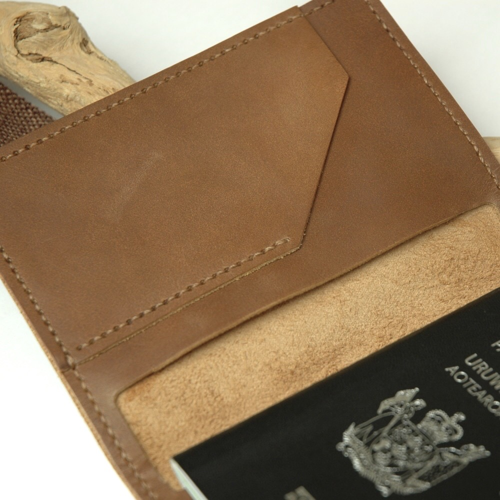 Cairo Passeport Wallet Brown